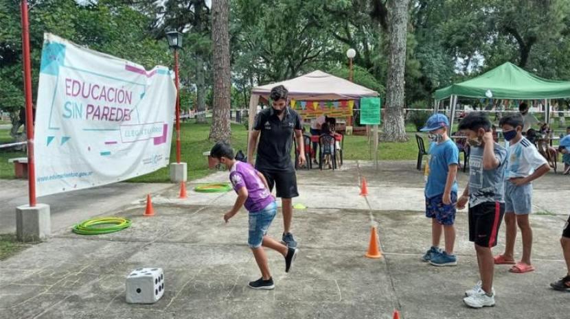 La plaza de Sargento Moya se llenó de juegos para los más chicos